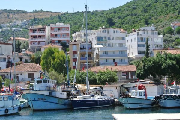 Luna in Guluck - de enorme vissersboot is inmiddels weg