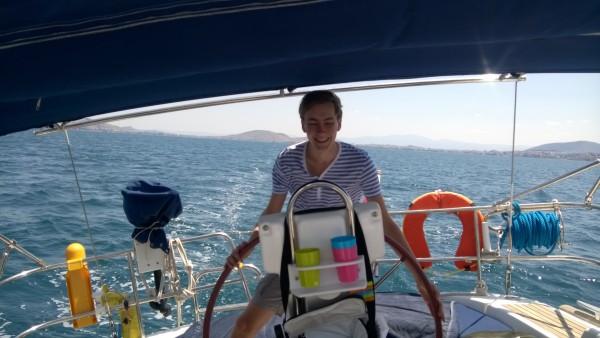Thomas aan het wiel
